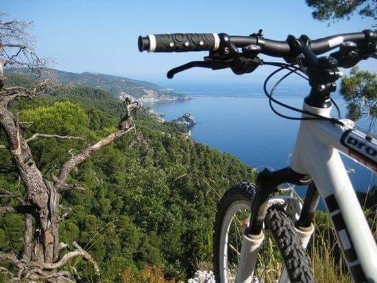 Ποδηλασία στη Σκόπελο, Διακοπές στη Σκόπελο