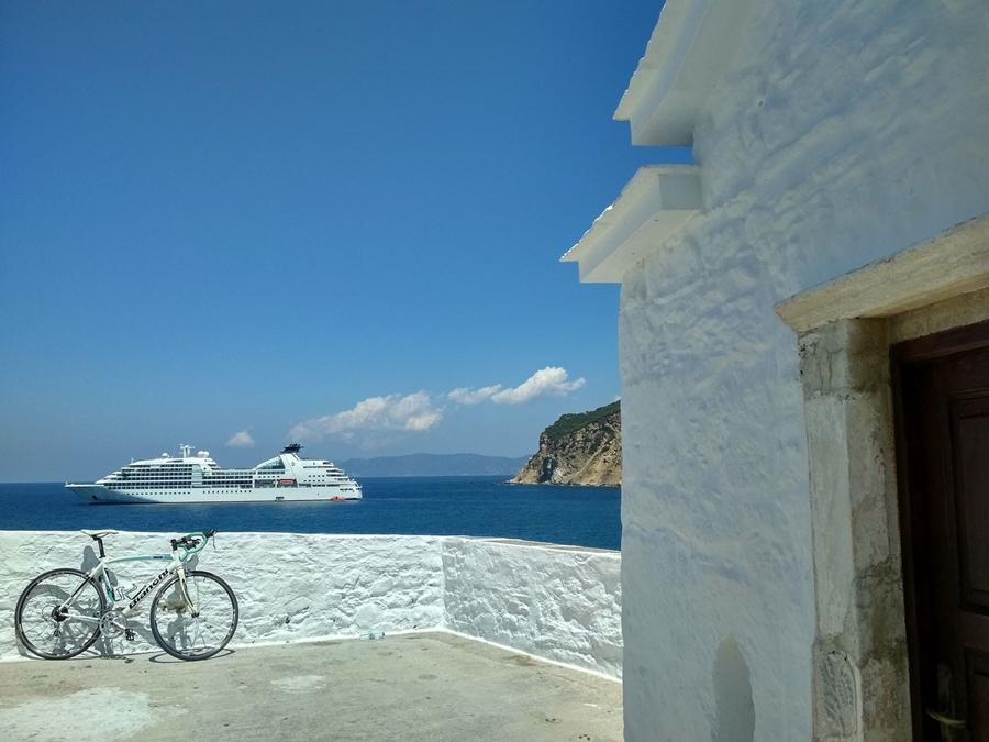 Enjoy Skopelos Island by bike